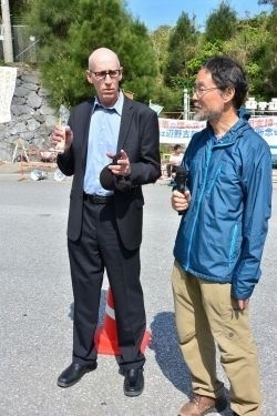 American scientist visits Henoko to support protesters