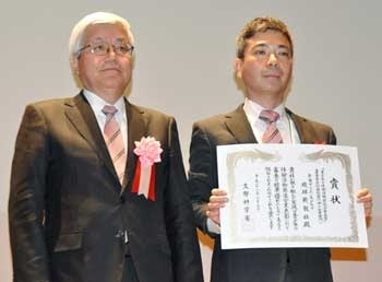 Ryukyu Shimpo Science Club receives MEXT special award
