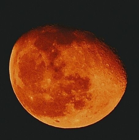 Sky lit by red moon, possible impact from air pollution