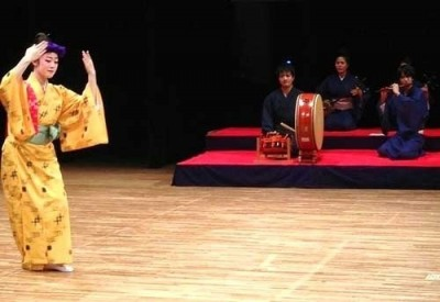 Amy Ono (left) dances in a Kanayo performance at an Okinawan Arts Festival held at the Okinawa Prefectural University of Arts on November 2, 2015.