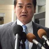 Mayor Sakima of Ginowan discusses Futenma Air Station's return with Senator McCain