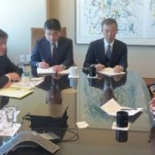 Okinawa Gov. Onaga meets with Walter Mondale, calling for cancellation of Henoko relocation