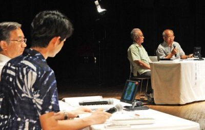 Panelists stressed the importance of survivors continuing to talk about their experiences during the Battle of Okinawa at a discussion held on June 25 at Okinawa Convention Center, Ginowan City.
