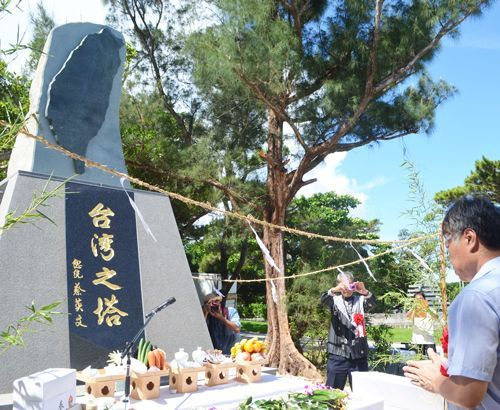 60 people gather to make a pledge for peace as Taiwan monument erected