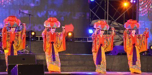 Ryukyuan dance displayed in China at 2016 Chengdu International Sister Cities Youth Music Festival