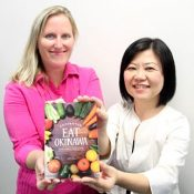 Annis and Uehara publish English shopping guide of Okinawan vegetables and farmer's markets