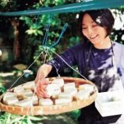Model Yoko Matsushima makes traditional Okinawan tofuyo using a method passed down from Ryukyu Kingdom era