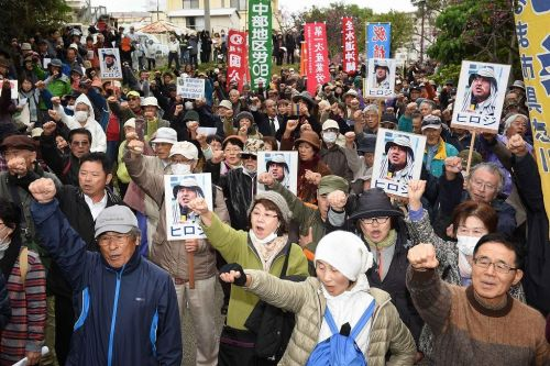 Mass gathering demanding release of Yamashiro and detainees held before Naha District Court