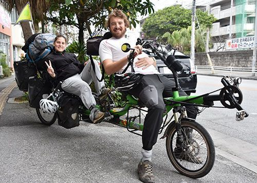 European couple visits Okinawa during round-the-world trip on tandem bicycle