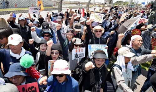 3,000 take part in protest rally in Henoko for first time since start of sea wall construction, refusing to bow to government pressure