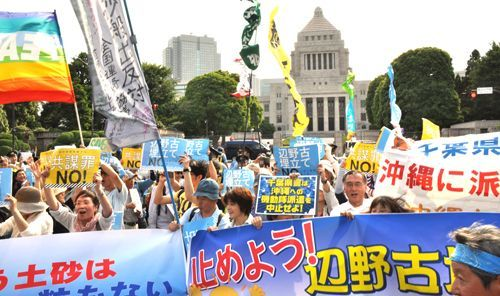 18,000 opposing Henoko base and conspiracy bill encircle Diet Building