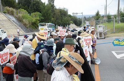 Henoko base protestors observe minute of silence for US Marines killed in Osprey crash