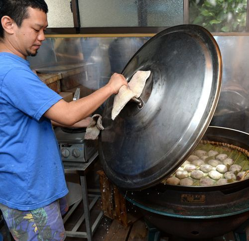 Sixth-generation owner to inherit Shuri tradition of 160 year-old Yamashiro Manju