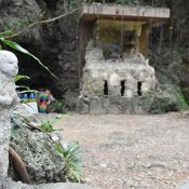 Four young men who vandalized Chibichiri-gama set up 12 Buddha statues