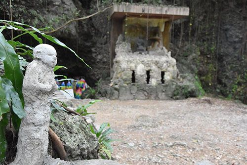Four young men who vandalized Chibichiri-gama set up 12 Buddha statues