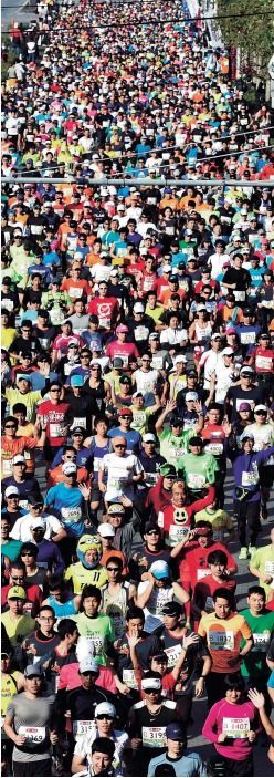 12,410 runners hit the streets on a clear and sunny day for the Okinawa Marathon