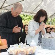 Tokashiki Village holds memorial service for mass suicide victims