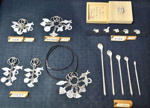 What are fusa rings and jifas that Okinawa bestowed to Amuro-chan?