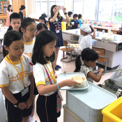 International educational travel to Okinawa, highlighted by Japanese-style school lunches and cleaning time, increases to 1,565 students for 2017