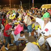 Local residents enthusiastically celebrate traditional Great Tug-of-War of Henoko