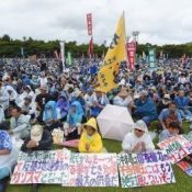 "Governor Onaga leaves behind the words, ""When Uchinanchu fight with one heart, it becomes a thing of great power,"" for Okinawan protest opposing land filling in Henoko"