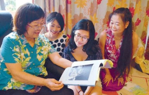 UC Santa Cruz students interview woman from 1952 U.S.-occupied Okinawa photograph