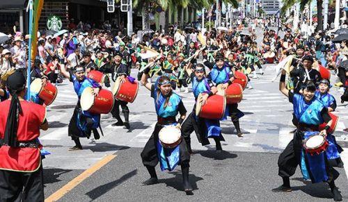 10,000 eisa dancers put together energetic performance