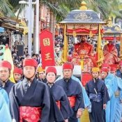 Royal procession of 700 take Kokusai Street