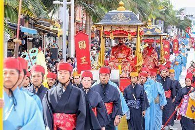 Royal procession of 700 take Kokusai Street