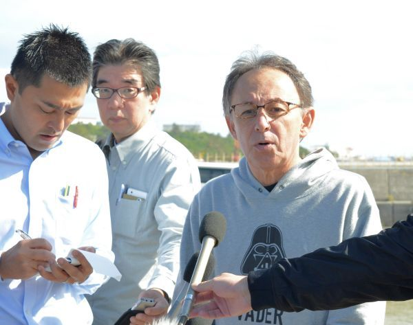 Governor Tamaki visits soil depositing site in Henoko, reaffirms position against new base