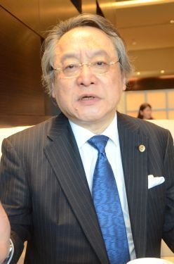 Constitutional scholar says central government obligated to pursue relocation outside Okinawa