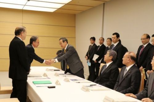 The three participating parties at a summit to reduce the base burden agree to set new deadline for closing MCAS Futenma
