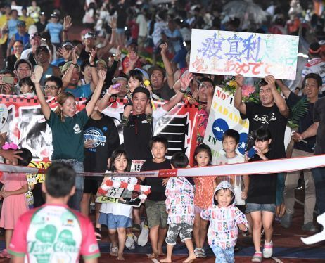 Washizu wins record 5th Miyakojima Triathlon, Tohara wins men's race