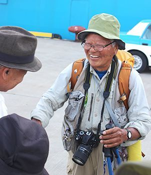 Photojournalist Bunyo Ishikawa reaches Okinawa after 10 months touring Japan on foot