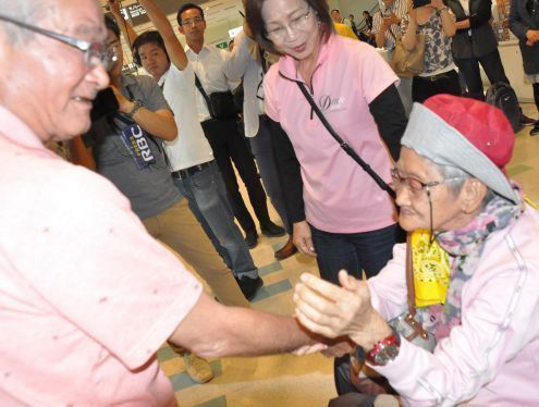 "After a lifelong separation by war, a woman orphaned in the Philippines ""comes home"" for the first time to her father's village in Okinawa"