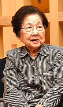 Battle of Okinawa survivors speak of mixed feelings about the emperor system, memories of war, and the emperor's visits to Okinawa (Heisei and Okinawa)