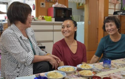 Fourth-generation Okinawan descendant from New Caledonia meets her Okinawan relatives