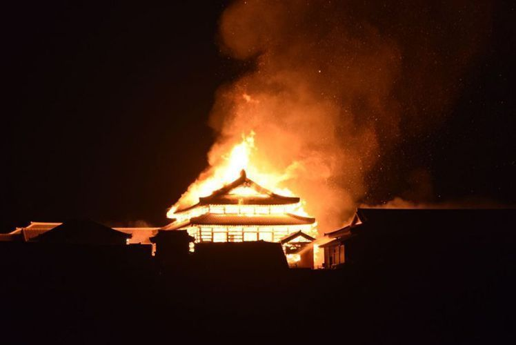 Shuri Castle's main hall and north hall completely burned down with fire spreading to other buildings