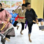 Okinawans host Eisa dancing event in Indonesia in support of Shuri Castle