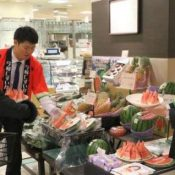 Providing winter watermelons to all of Japan	JA promotes Nakijin produce in Tokyo