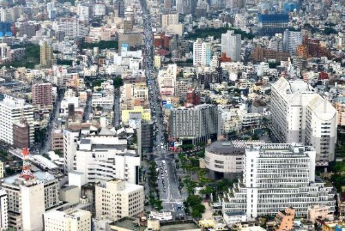A reduction in tourist visitors to Okinawa due to coronavirus, anticipated to be around 500,000, could lead to a decrease in tourism revenue of 28.1 billion yen, cause 1,940 job losses