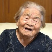 "At 100 years old, Fumi Toyama is still sharp, goes on walks ""for her body,"" does all her own housework, and says ""Smiles are a nutrient for the body"""