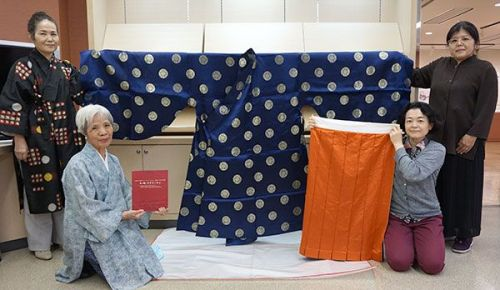 Reproduction of clothing from Ryukyu Kingdom with emphasis on sewing technique Fusako Kumagai donates pieces to Naha City Museum of History