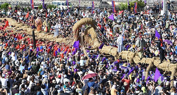 """Photo Feature: Traditional Events in Okinawa     """"We'll Go All Out when Things are Under Control"""" Okinawan Passion Undiminished"""
