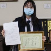"""""""Don't give up hope"""" teen leukemia survivor wins essay contests sharing her battle"""