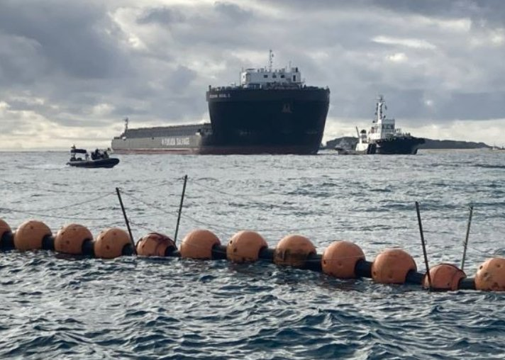 Deck barge enters Oura Bay in Henoko in effort to speed up land reclamation work