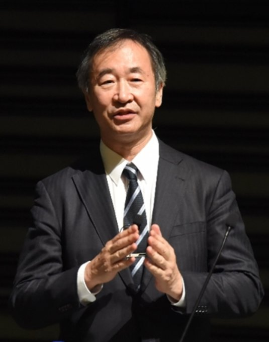 "Nobel Prize-winning physicist Takaaki Kajita speaks to high school students at OIST, tells of the mysteries of space and the ""strength to persevere"""