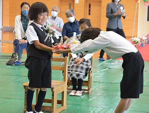 Welcome! The first first-grader in two years has a new student ceremony just for them at Takae Elementary