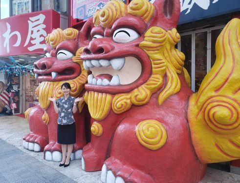 Okinawaya store constructs 3-meter tall Shisa statues on Kokusai-dori to provide spiritual protection from COVID-19 for Okinawa