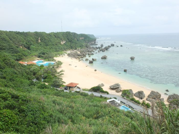 """Miyakojima's place of power """"Pumpkin Hole"""" is being destroyed by increase of tourists, cave stalactites are also breaking"""